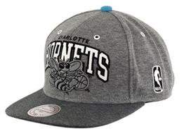 mitchell and ness WARM-UP SNAPBACK CHARLOTTE HORNETS grau -