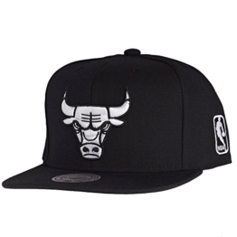 Mitchell & Ness Black White EU448 Snapback CHICAGO BULLS Black, Size:ONE SIZE -