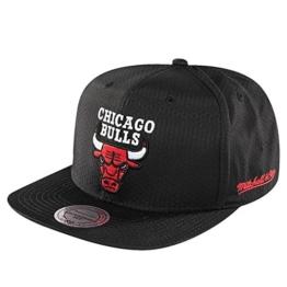 Mitchell & Ness Herren Caps / Snapback Cap NBA Black Ripstop Honeycomb Chicago Bulls schwarz Verstellbar -