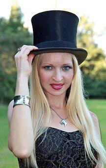 Extravagante Zylinderhüte für Damen